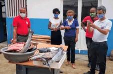 COVID-19: Oikos e parceiros vão distribuir uma tonelada de peixe para famílias vulneráveis em São Tomé e Príncipe